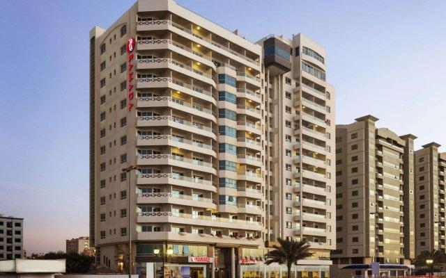 Ramada Beach Hotel Ajman вид на фасад
