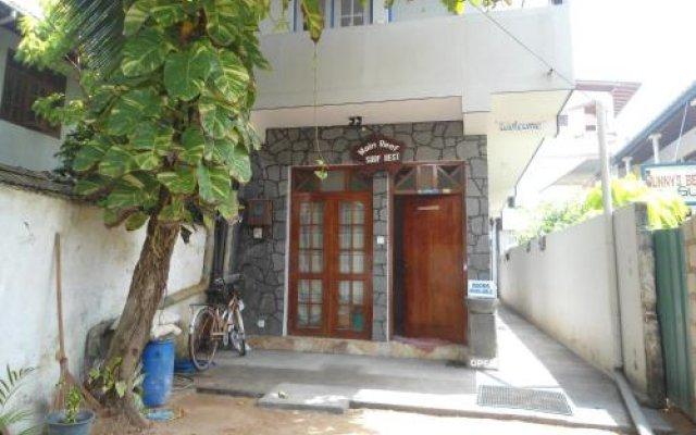 Отель Main Reef Surf hotel Шри-Ланка, Хиккадува - отзывы, цены и фото номеров - забронировать отель Main Reef Surf hotel онлайн вид на фасад