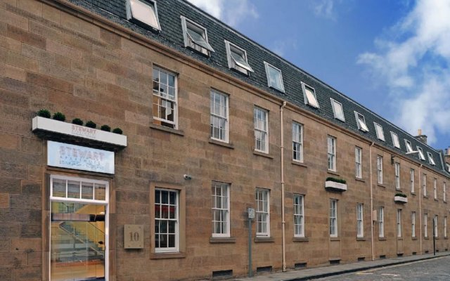 Отель Stewart Aparthotel Edinburgh вид на фасад