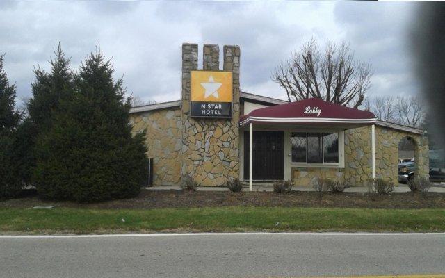 Отель M Star Columbus North Колумбус вид на фасад