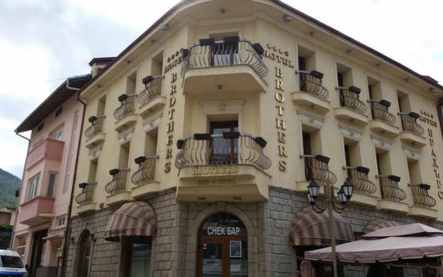 Отель Brothers Болгария, Чепеларе - отзывы, цены и фото номеров - забронировать отель Brothers онлайн вид на фасад