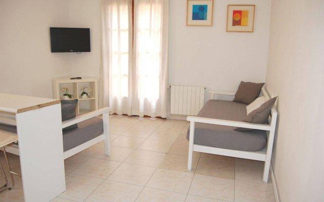 Отель Apartamentos Bahia Барселона комната для гостей