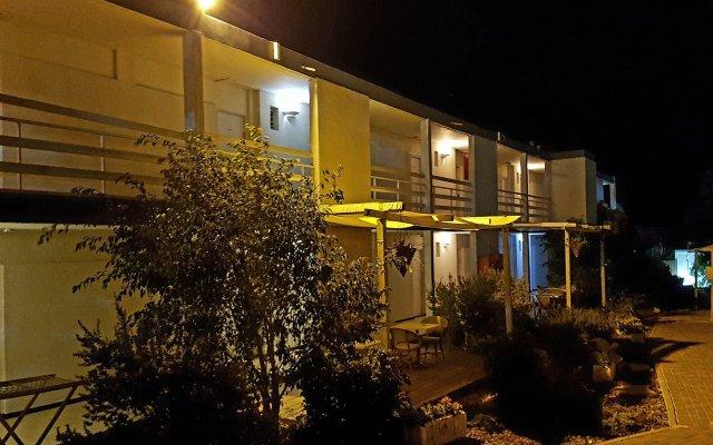 Q Hotel - Poleg