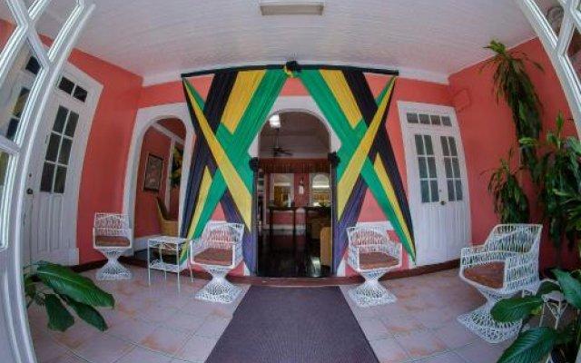 Indies Hotel вид на фасад