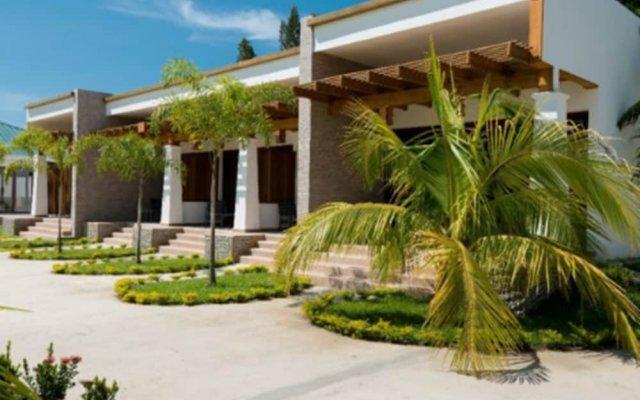 Paraiso Rainforest and Beach Hotel вид на фасад
