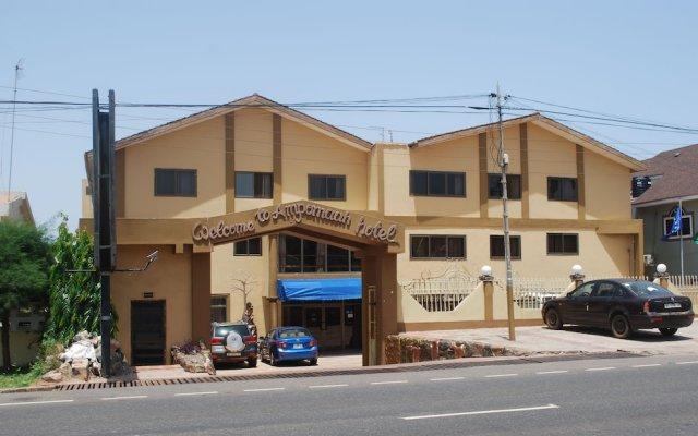 Ampomaah Hotel вид на фасад
