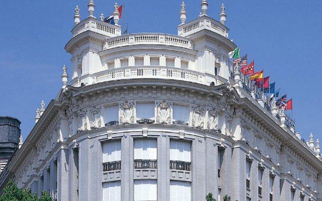 Отель NH Nacional вид на фасад