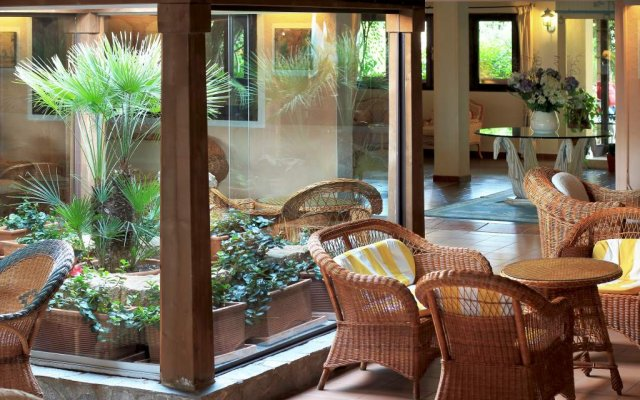 Отель Grand Hotel Smeraldo Beach Италия, Байя-Сардиния - 1 отзыв об отеле, цены и фото номеров - забронировать отель Grand Hotel Smeraldo Beach онлайн вид на фасад