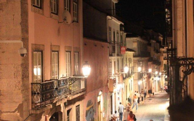 Grapes & Bites - Hostel And Wines Лиссабон вид на фасад