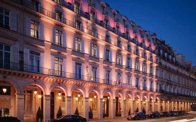 Отель Le Meurice Dorchester Collection Париж вид на фасад