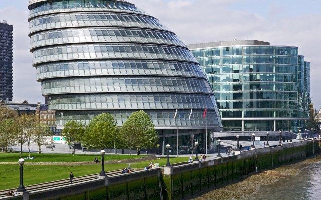 Отель Novotel London Excel вид на фасад