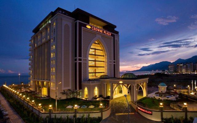 Crowne Plaza Hotel Antalya вид на фасад
