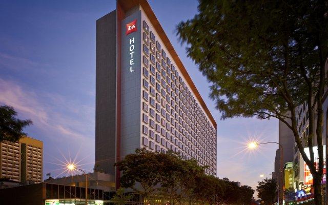 Отель ibis Singapore On Bencoolen вид на фасад