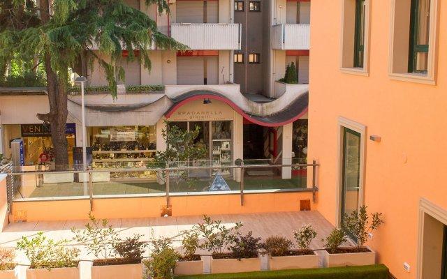 Отель Metropol Ceccarini Suite Риччоне