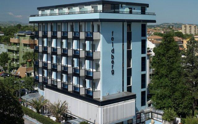 Отель FELDBERG Риччоне вид на фасад