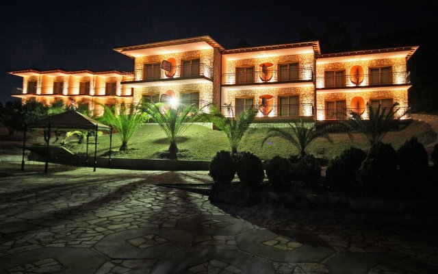 Отель Ta 2 Pefka вид на фасад