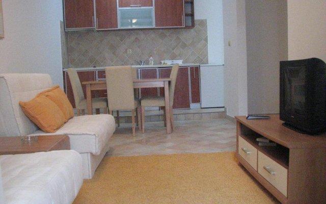 Отель Secret Garden Apartments Черногория, Свети-Стефан - отзывы, цены и фото номеров - забронировать отель Secret Garden Apartments онлайн комната для гостей
