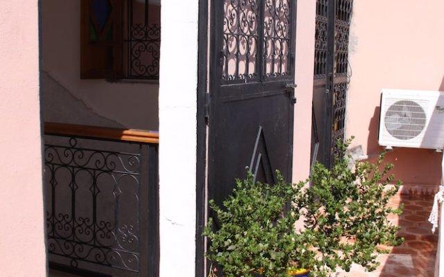 Отель Riad Porte Des 5 Jardins Марокко, Марракеш - отзывы, цены и фото номеров - забронировать отель Riad Porte Des 5 Jardins онлайн вид на фасад