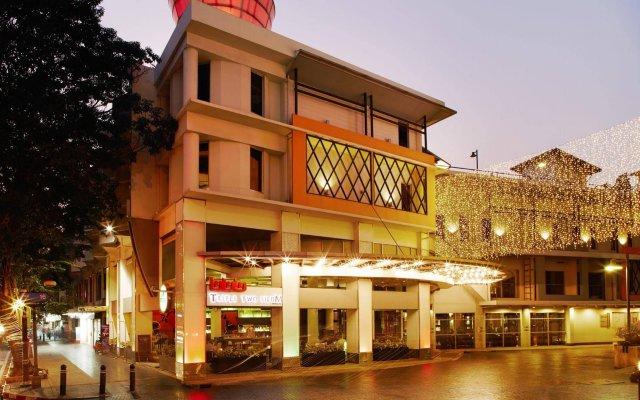 Отель Triple Two Silom Бангкок вид на фасад