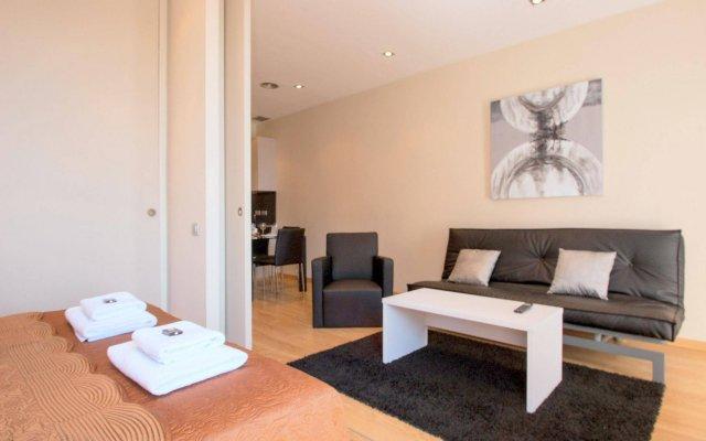 Апартаменты Plaza España Apartments Барселона комната для гостей