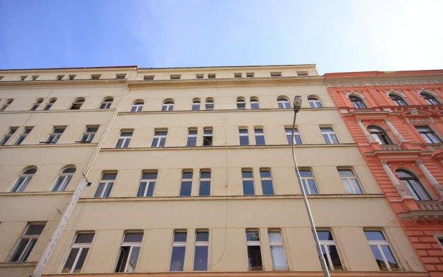 Отель Claris вид на фасад