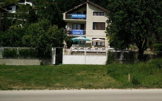 Отель Sluncho Guest House Болгария, Балчик - отзывы, цены и фото номеров - забронировать отель Sluncho Guest House онлайн вид на фасад