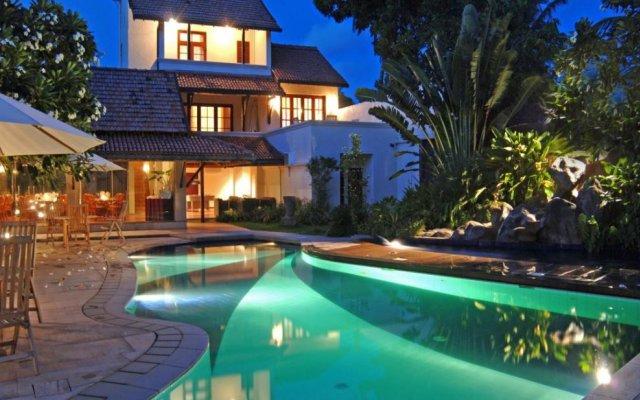 Отель Hibiscus Beach Hotel & Villas Шри-Ланка, Ваддува - отзывы, цены и фото номеров - забронировать отель Hibiscus Beach Hotel & Villas онлайн вид на фасад
