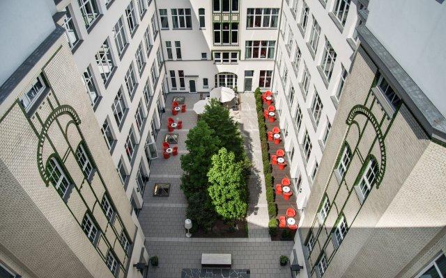 Adina Apartment Hotel Berlin CheckPoint Charlie балкон