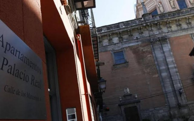 Отель Apartamentos Palacio Real Испания, Мадрид - отзывы, цены и фото номеров - забронировать отель Apartamentos Palacio Real онлайн вид на фасад