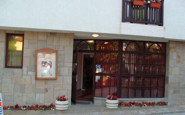 Отель Елена Велико Тырново вид на фасад