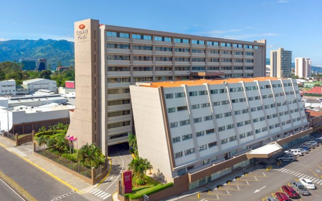 Отель Crowne Plaza San Jose Corobici вид на фасад