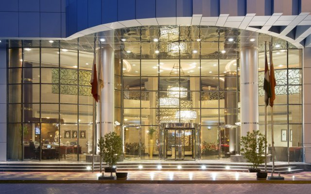 City Seasons Hotel Dubai вид на фасад