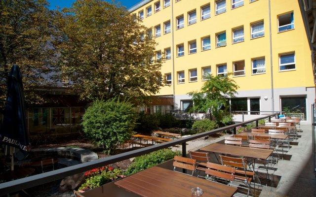 Haus International Hostel вид на фасад