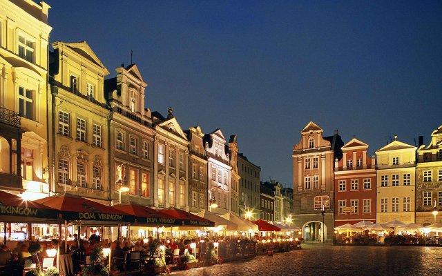 Отель Ibis Poznan Stare Miasto Познань вид на фасад