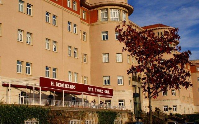 Отель Seminario Bilbao Испания, Дерио - отзывы, цены и фото номеров - забронировать отель Seminario Bilbao онлайн вид на фасад