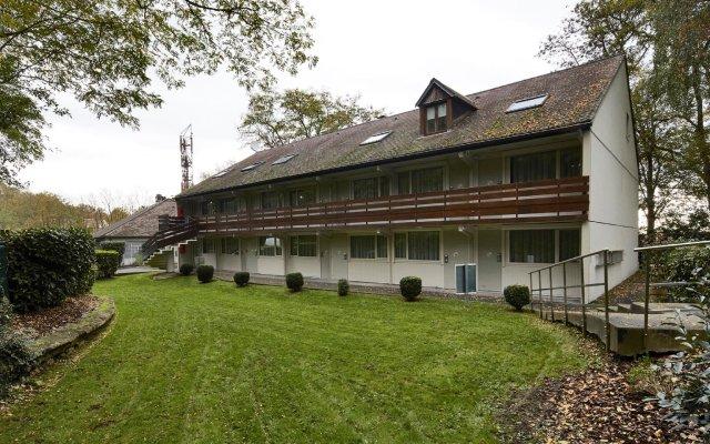 Отель Kyriad PARIS NORD Ecouen La Croix Verte вид на фасад