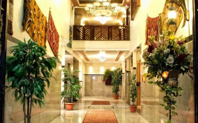 Jardaneh Hotel вид на фасад