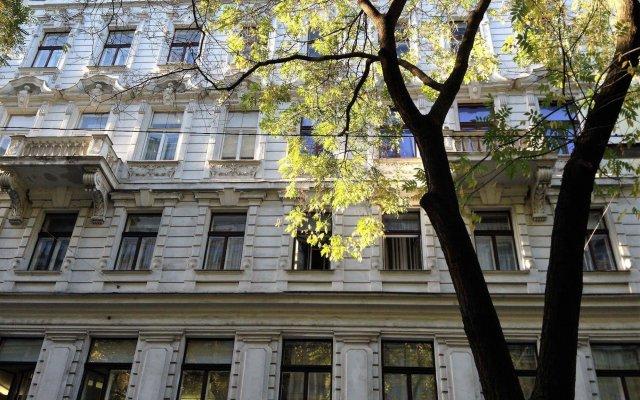 Отель Smart Urban City Apartment Австрия, Вена - отзывы, цены и фото номеров - забронировать отель Smart Urban City Apartment онлайн вид на фасад