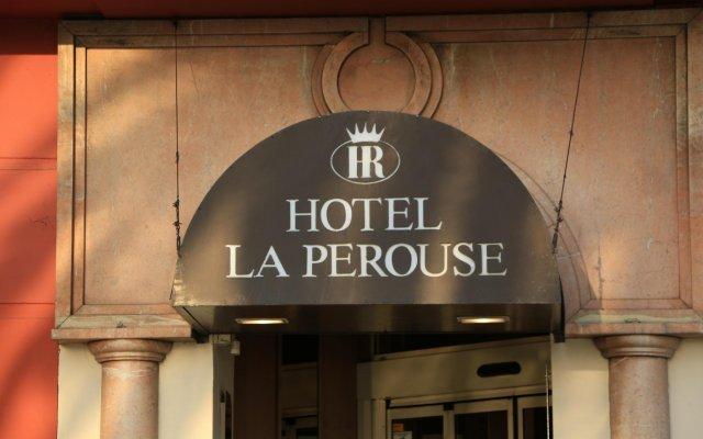 Hotel La Pérouse Nice Baie des Anges вид на фасад