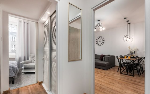 Отель Little Home - Madelaine Варшава комната для гостей