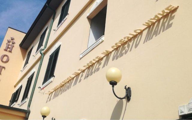 Hotel Il Brigantino Порто Реканати вид на фасад
