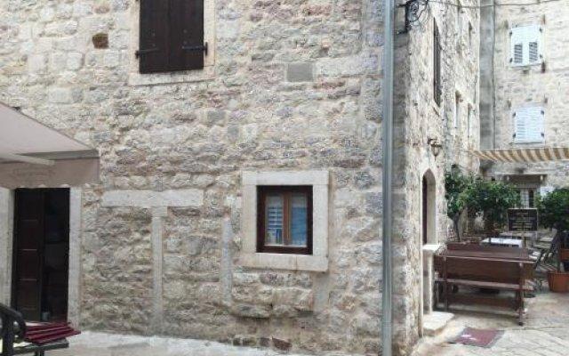Отель Guesthouse Athos вид на фасад
