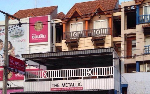 The Metallic Hostel Ланта вид на фасад