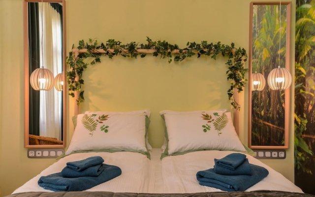 Отель FM Luxury 1-BDR Apartment - Sofia Dream Jungle Болгария, София - отзывы, цены и фото номеров - забронировать отель FM Luxury 1-BDR Apartment - Sofia Dream Jungle онлайн комната для гостей