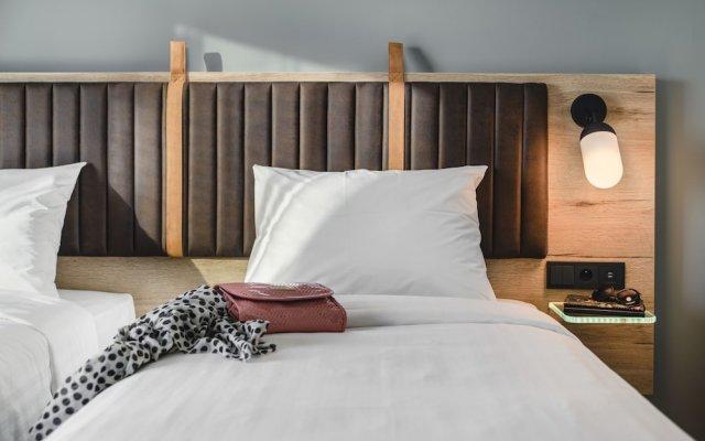 Отель Moxy Poznan Airport Польша, Познань - отзывы, цены и фото номеров - забронировать отель Moxy Poznan Airport онлайн комната для гостей