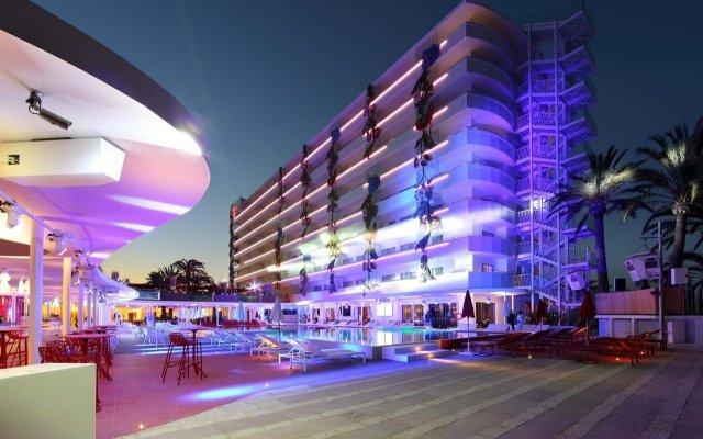 Отель Ushuaia Ibiza Beach Hotel - Adults Only Испания, Сант Джордин де Сес Салинес - 4 отзыва об отеле, цены и фото номеров - забронировать отель Ushuaia Ibiza Beach Hotel - Adults Only онлайн вид на фасад
