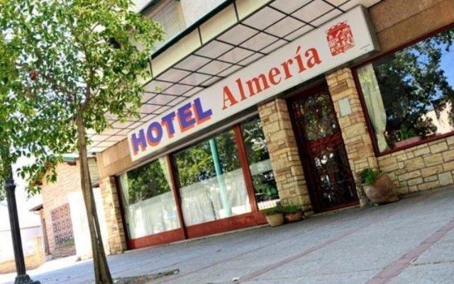 Hotel Almeria Сан-Рафаэль вид на фасад