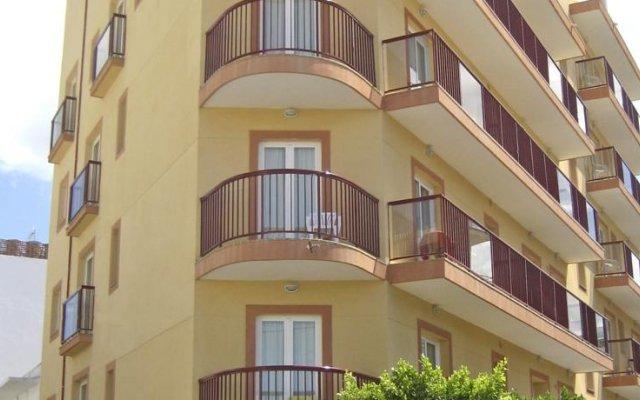 Отель Hostal Adelino вид на фасад