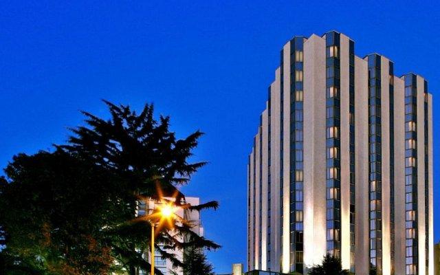 Отель Crowne Plaza Porto вид на фасад