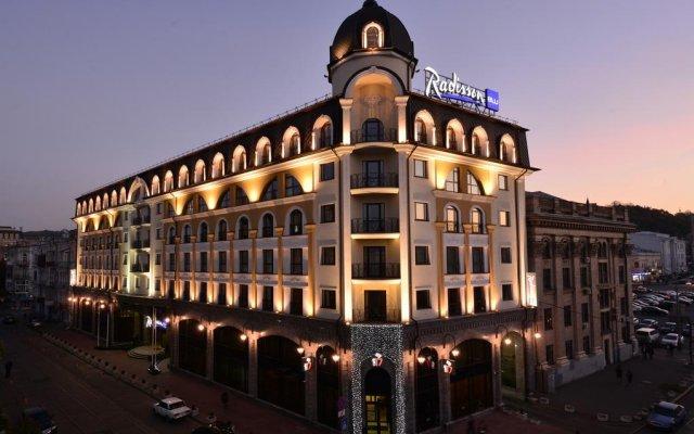 Radisson Blu Hotel, Kyiv Podil вид на фасад